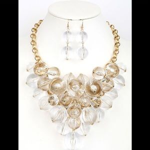 CLEAR BALL BIB NECKLACE